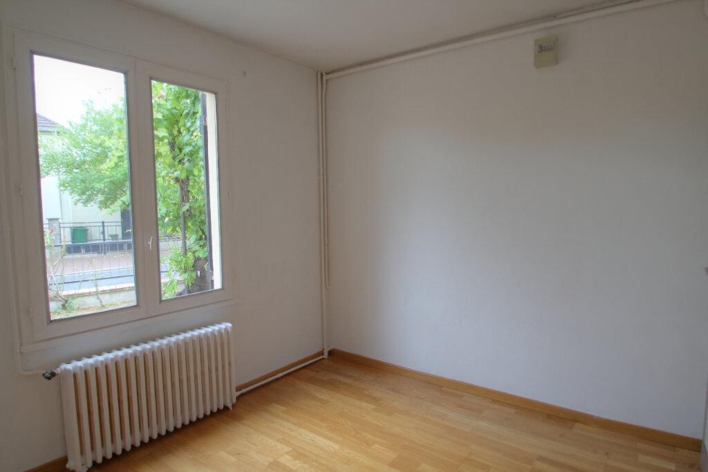 Maison à vendre 5 111m2 à Saint-Jean-de-la-Ruelle vignette-4
