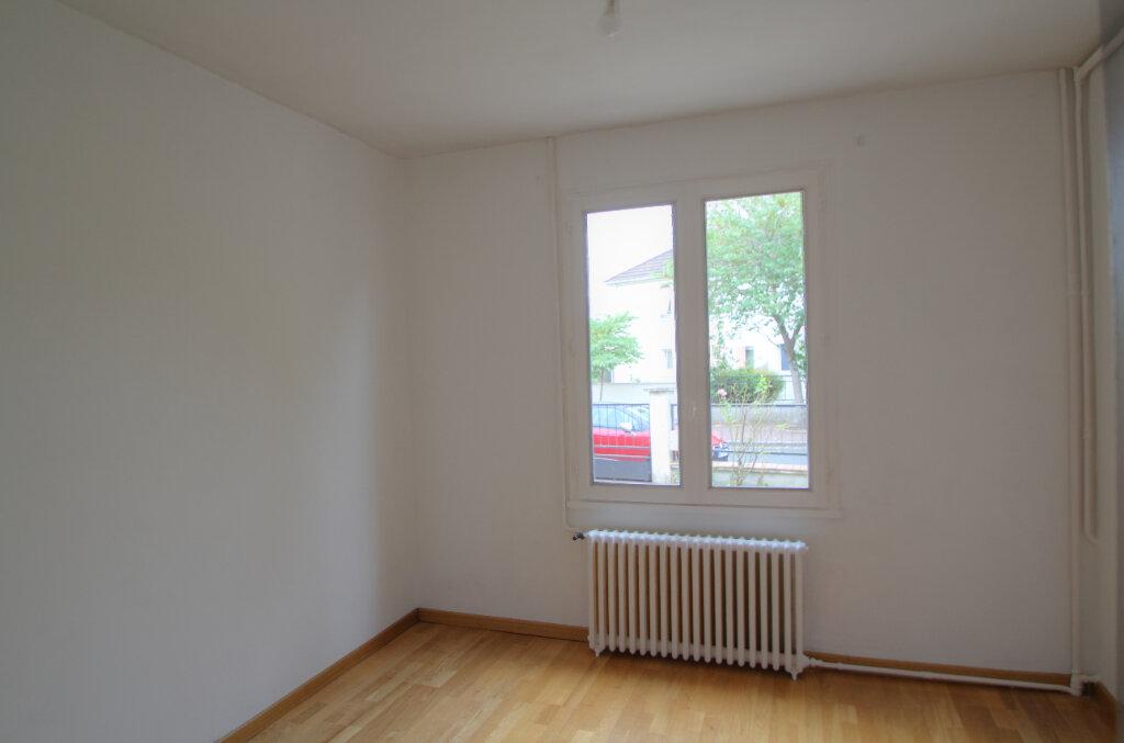 Maison à vendre 5 111m2 à Saint-Jean-de-la-Ruelle vignette-5