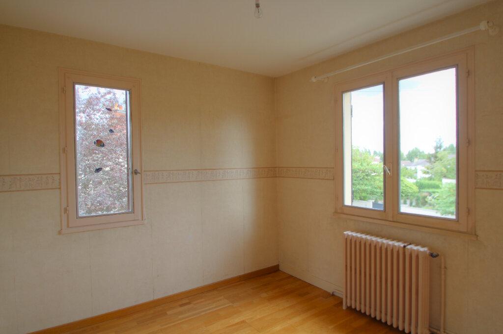 Maison à vendre 5 111m2 à Saint-Jean-de-la-Ruelle vignette-6