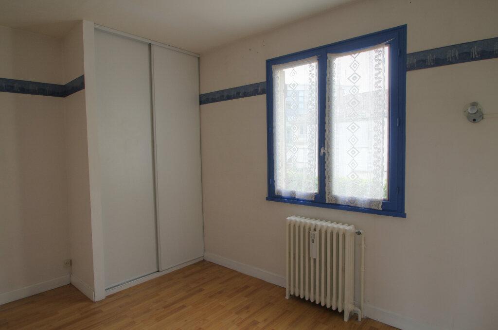 Maison à vendre 5 111m2 à Saint-Jean-de-la-Ruelle vignette-8