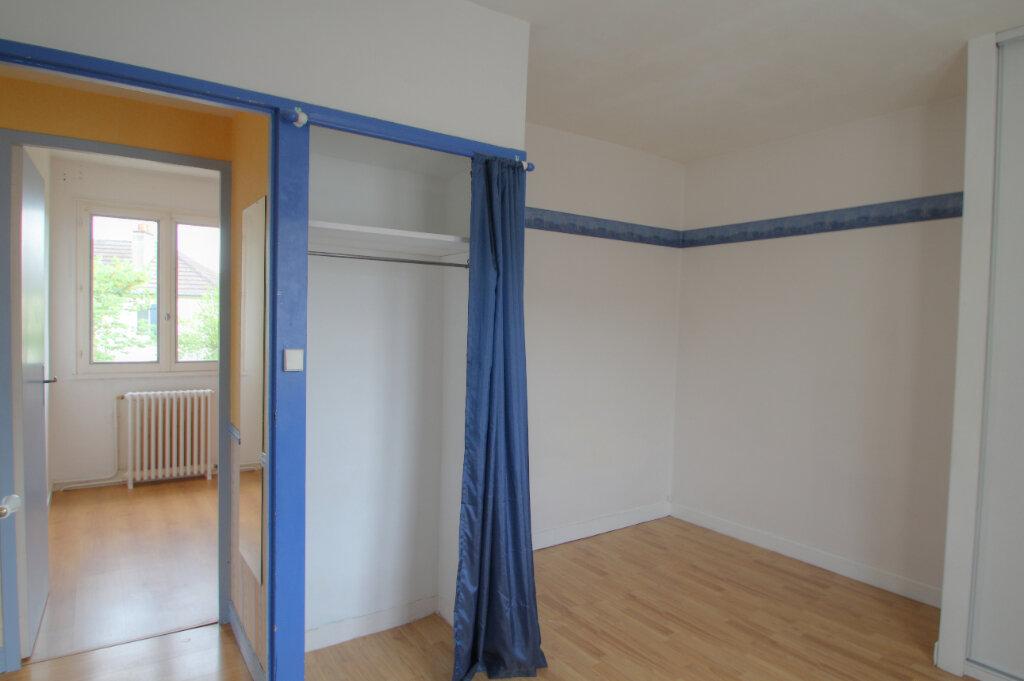 Maison à vendre 5 111m2 à Saint-Jean-de-la-Ruelle vignette-9