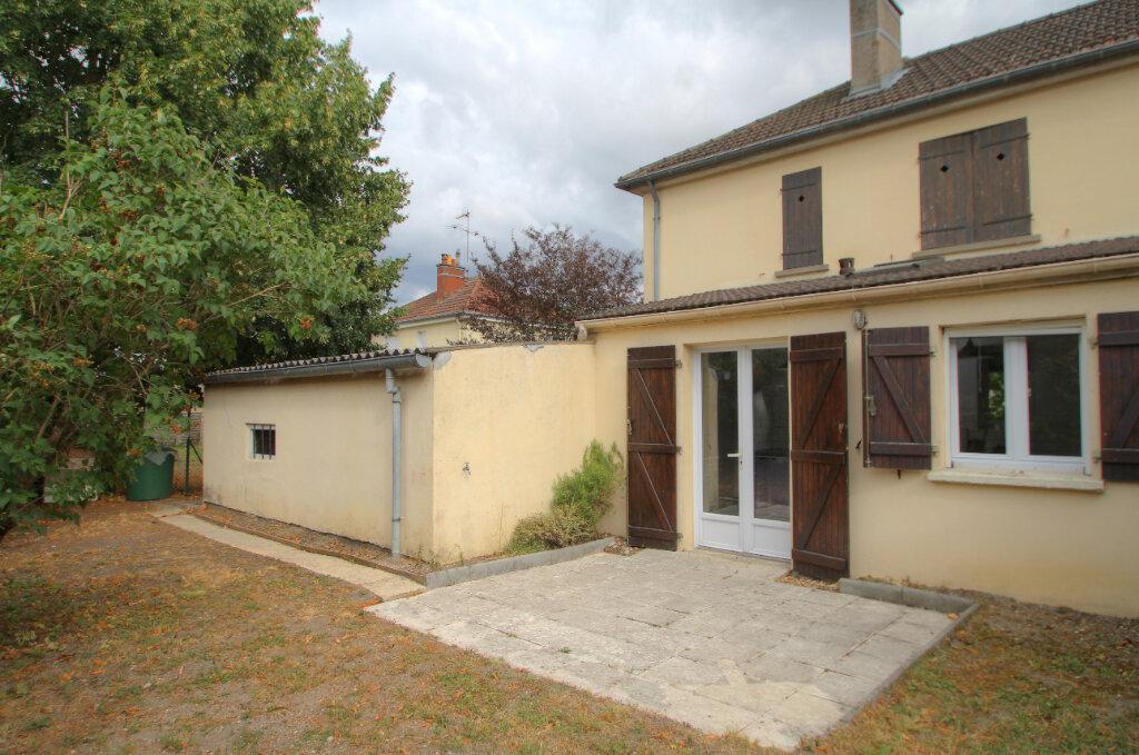 Maison à vendre 5 111m2 à Saint-Jean-de-la-Ruelle vignette-11