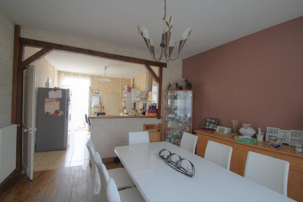 Maison à vendre 6 133m2 à Saint-Jean-de-la-Ruelle vignette-3