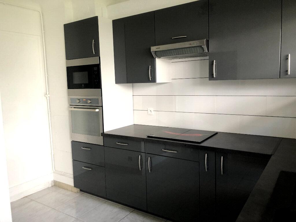 Appartement à louer 5 96.51m2 à Saint-Maur-des-Fossés vignette-6