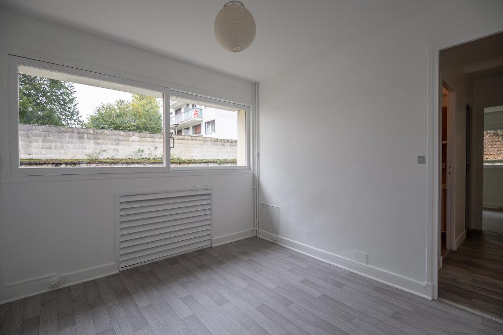 Appartement à louer 5 96.51m2 à Saint-Maur-des-Fossés vignette-13