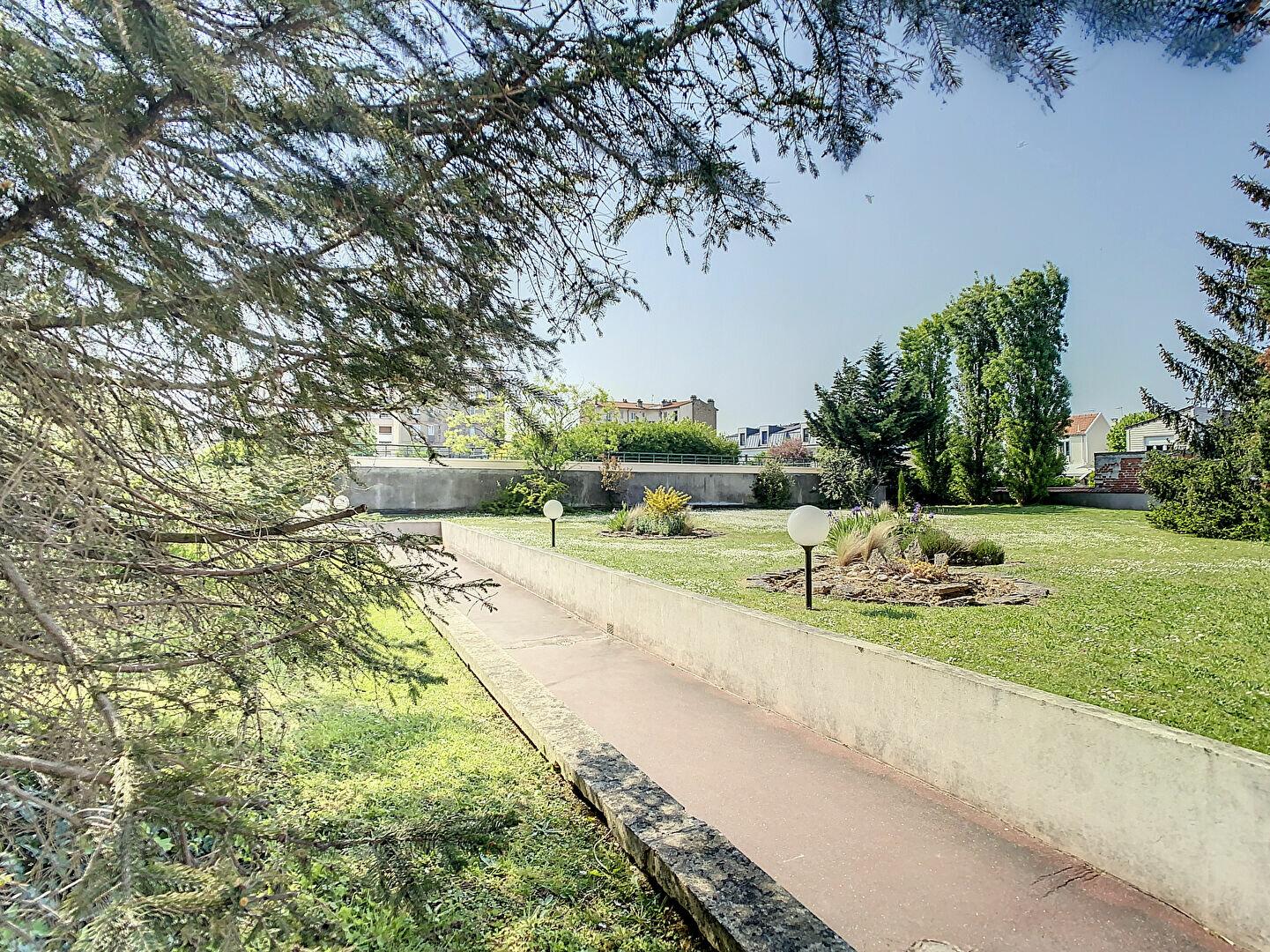 Appartement à louer 2 49.76m2 à Joinville-le-Pont vignette-9