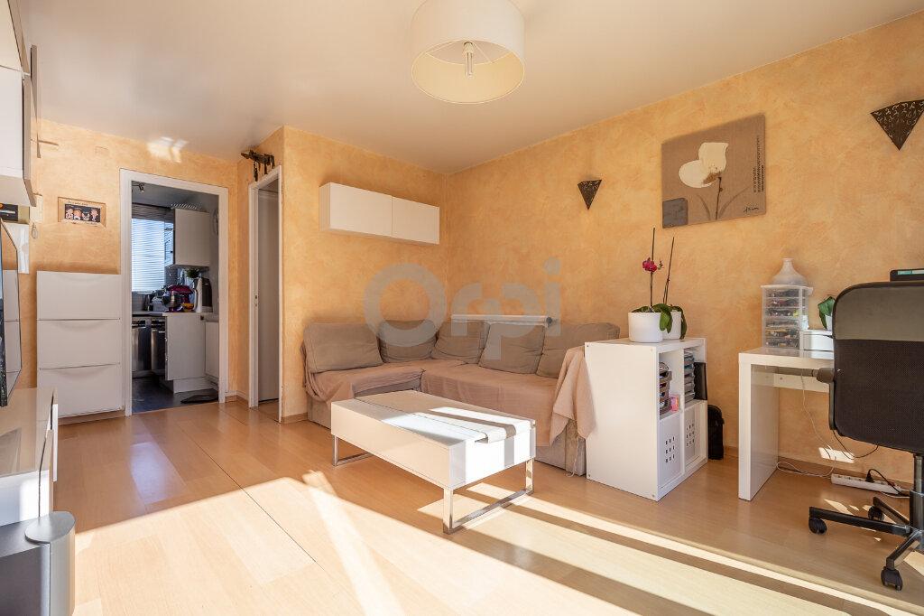 Appartement à vendre 4 64m2 à Joinville-le-Pont vignette-3