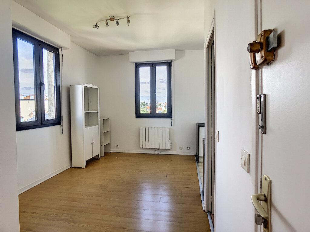 Appartement à louer 1 24m2 à Joinville-le-Pont vignette-1