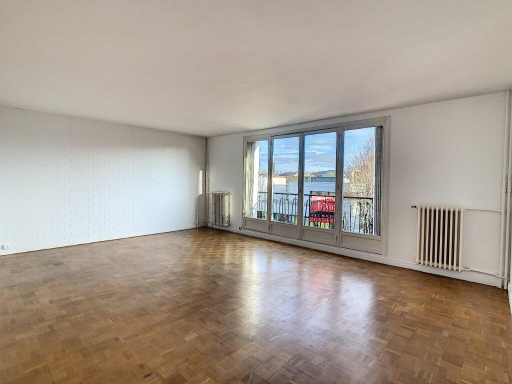 Appartement à louer 3 86.3m2 à Joinville-le-Pont vignette-1