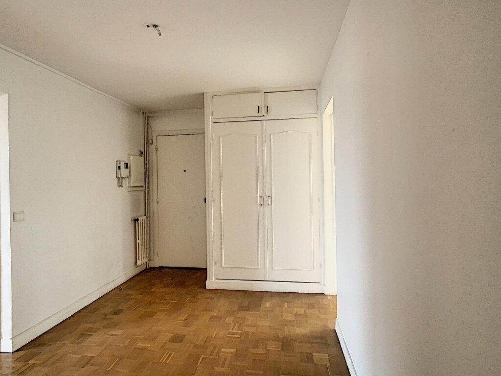 Appartement à louer 3 86.3m2 à Joinville-le-Pont vignette-3