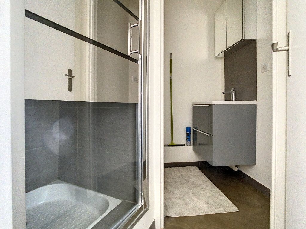 Appartement à louer 1 17.5m2 à Saint-Maurice vignette-5