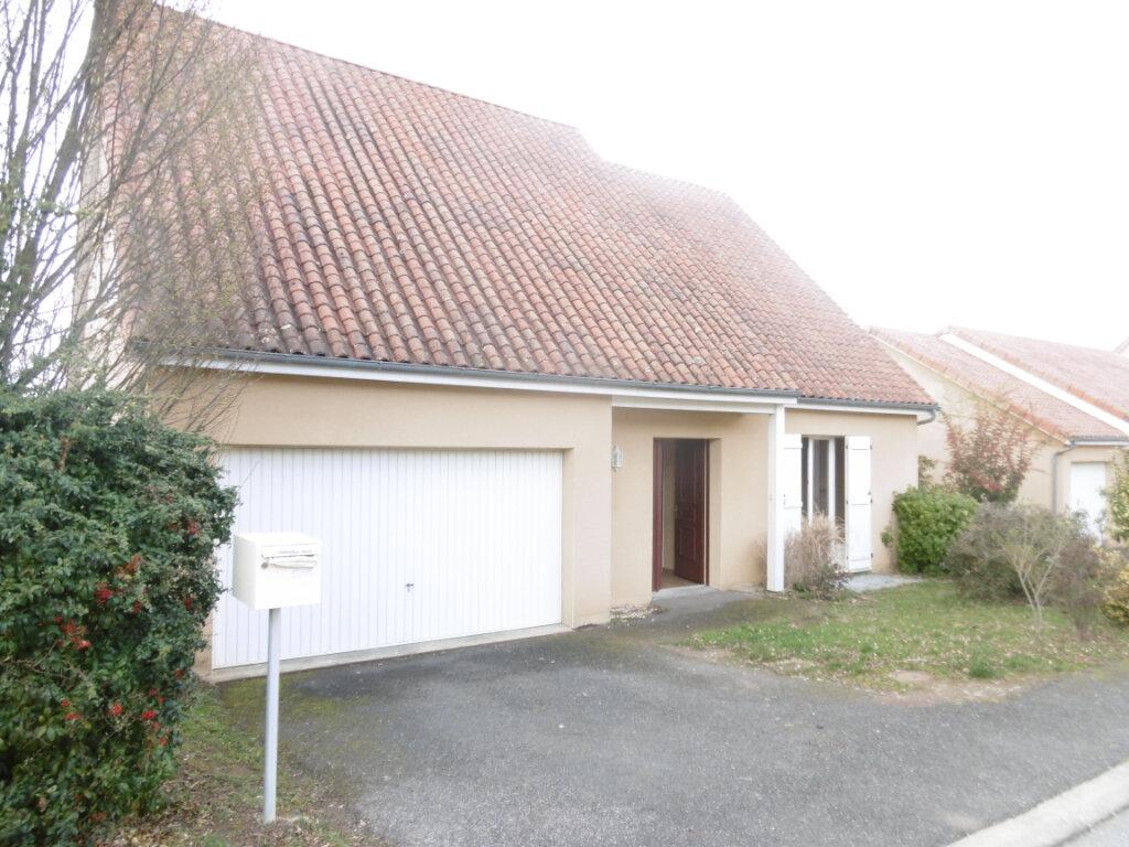 Maison à louer 7 165m2 à Condat-sur-Vienne vignette-1