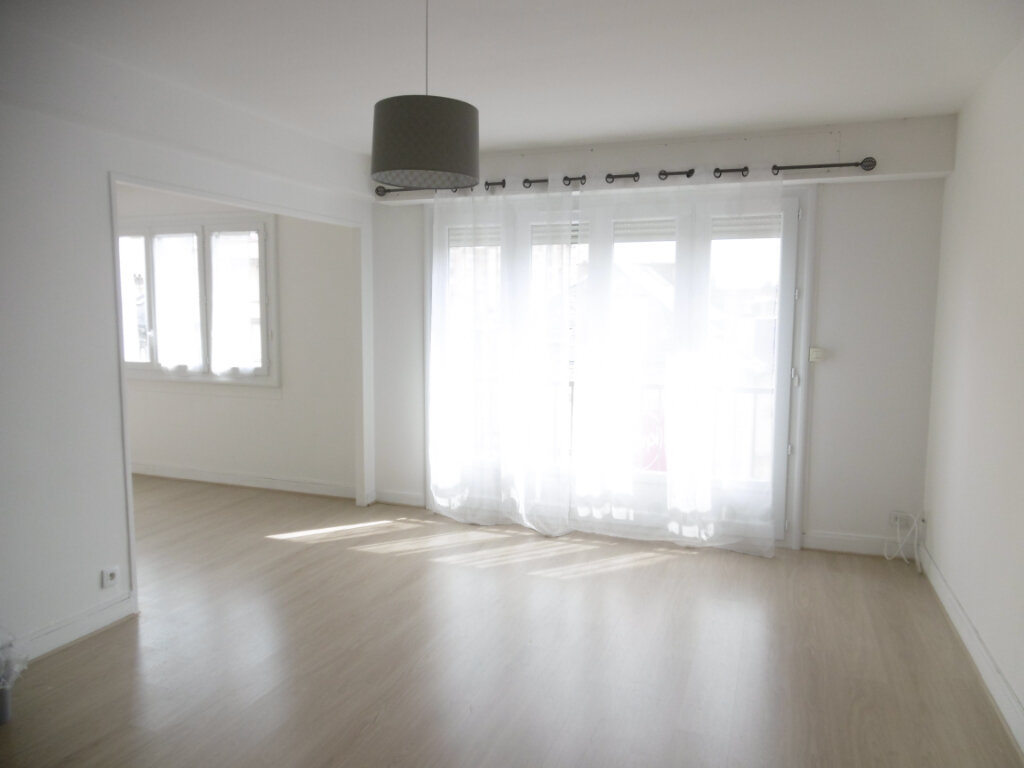 Appartement à louer 3 63.79m2 à Limoges vignette-1
