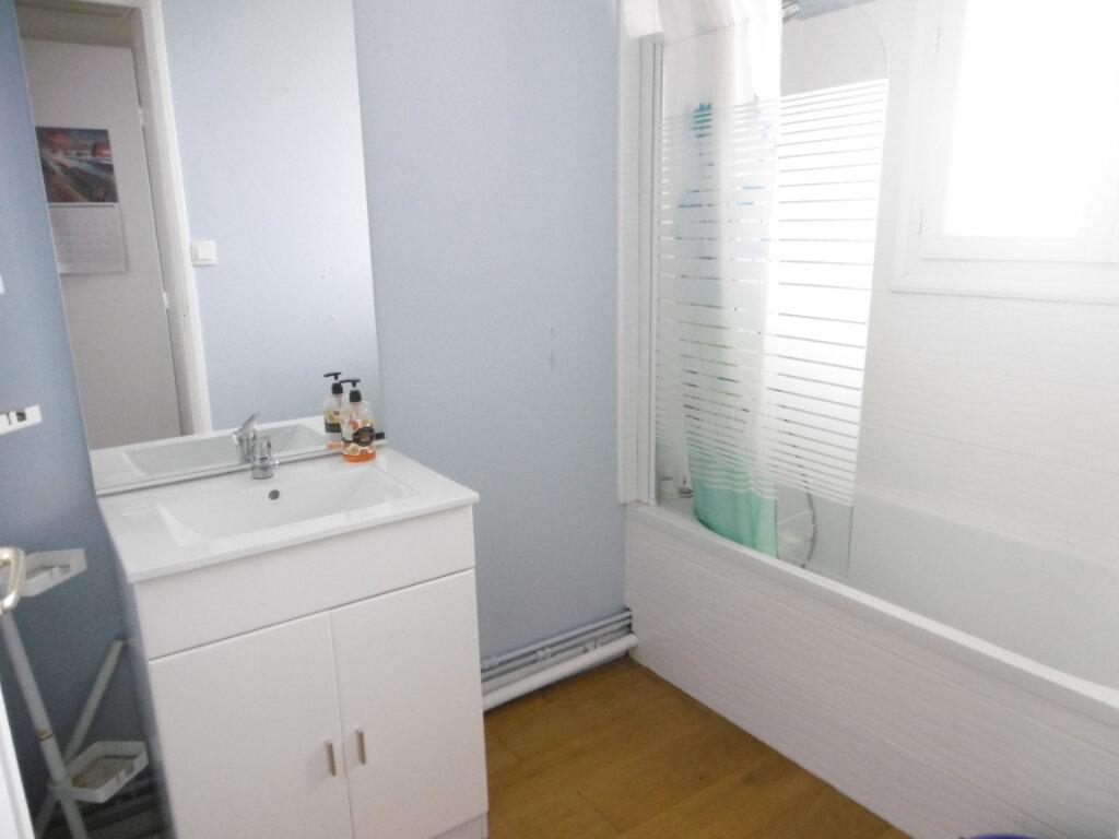 Appartement à louer 3 63.79m2 à Limoges vignette-2