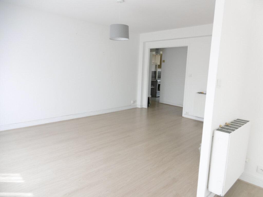 Appartement à louer 3 63.79m2 à Limoges vignette-4