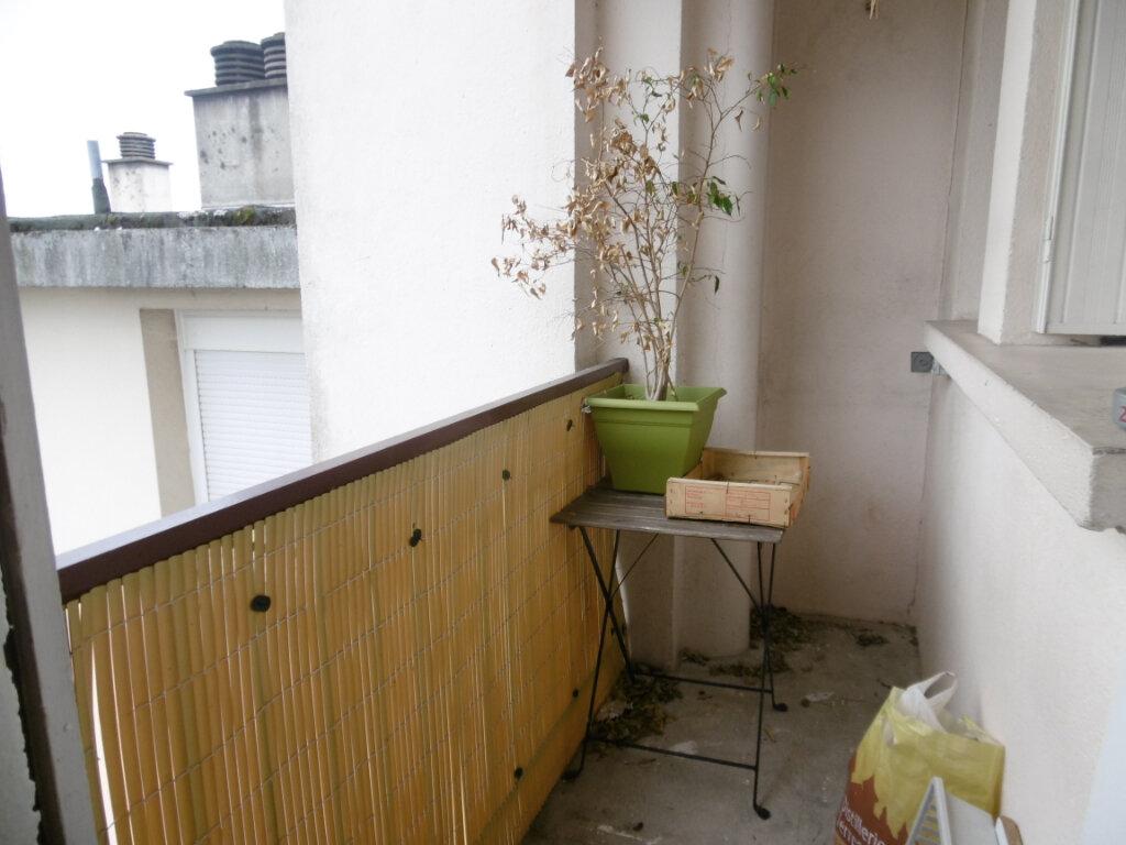 Appartement à louer 3 63.79m2 à Limoges vignette-5