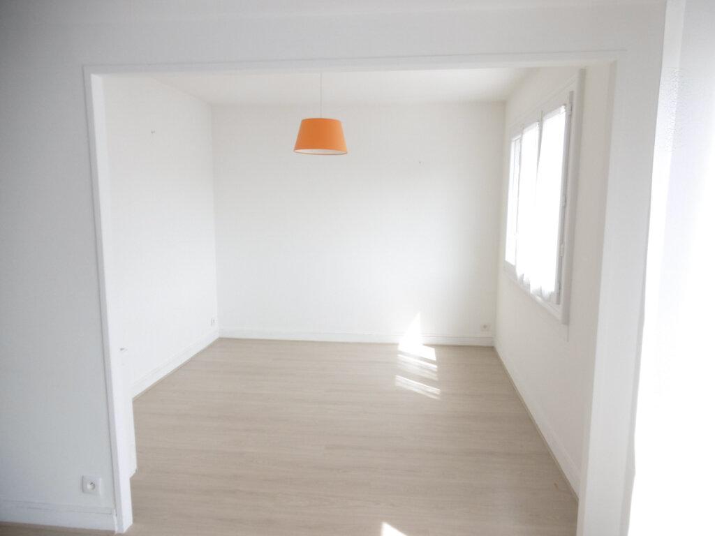 Appartement à louer 3 63.79m2 à Limoges vignette-8