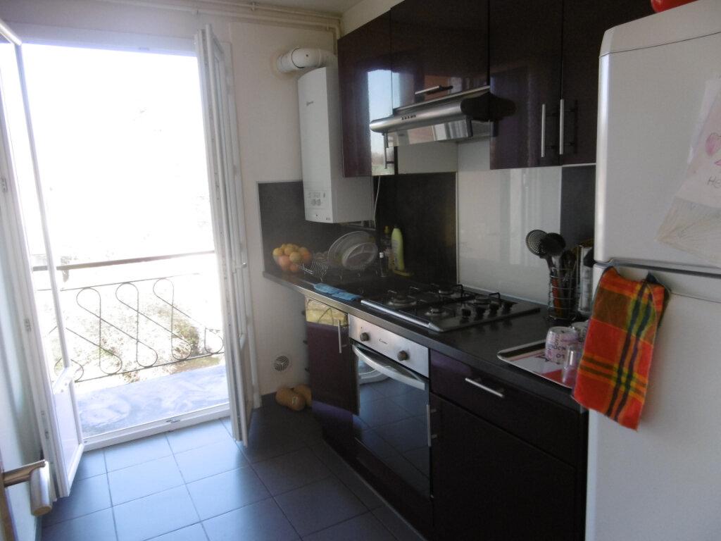 Appartement à louer 4 58.69m2 à Isle vignette-1