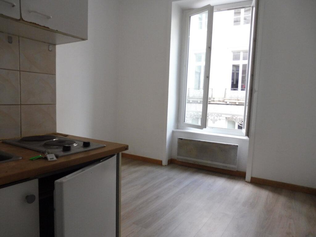 Appartement à louer 1 16m2 à Limoges vignette-1