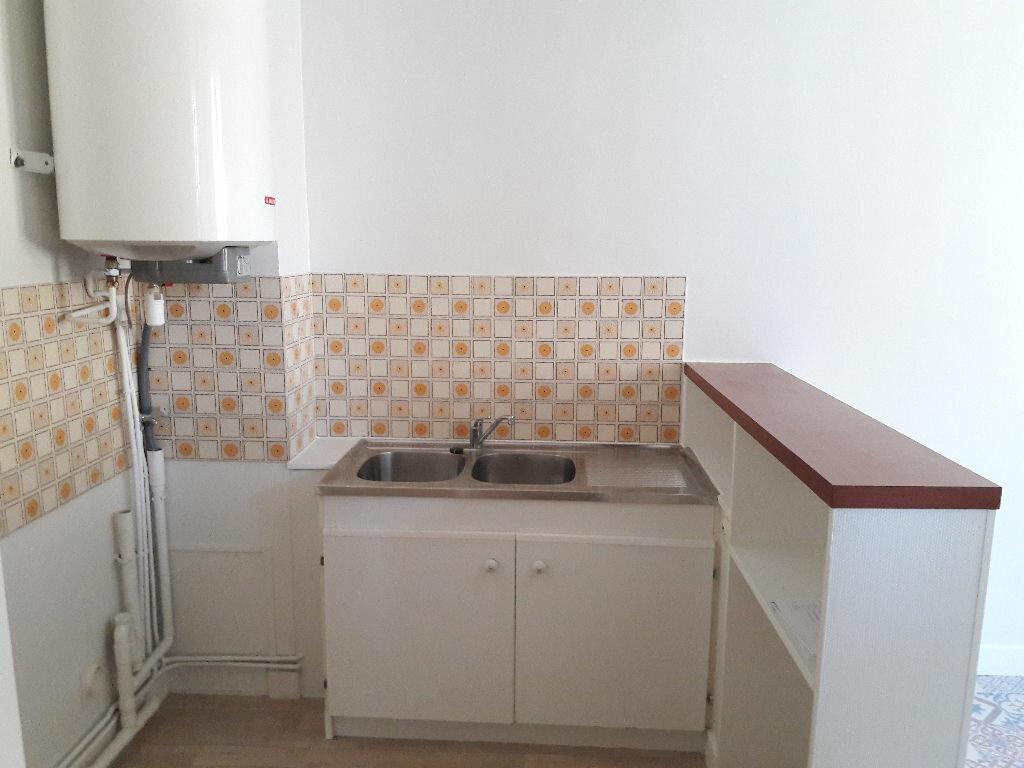 Appartement à louer 3 66.2m2 à Limoges vignette-2