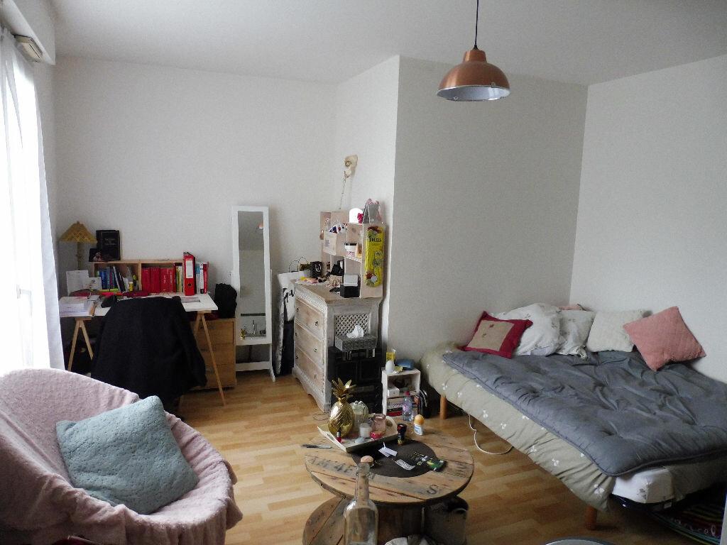 Appartement à louer 1 24.69m2 à Limoges vignette-1