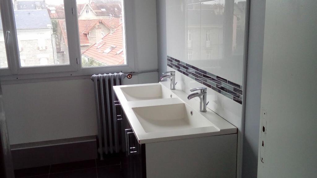 Appartement à louer 4 75.7m2 à Limoges vignette-4