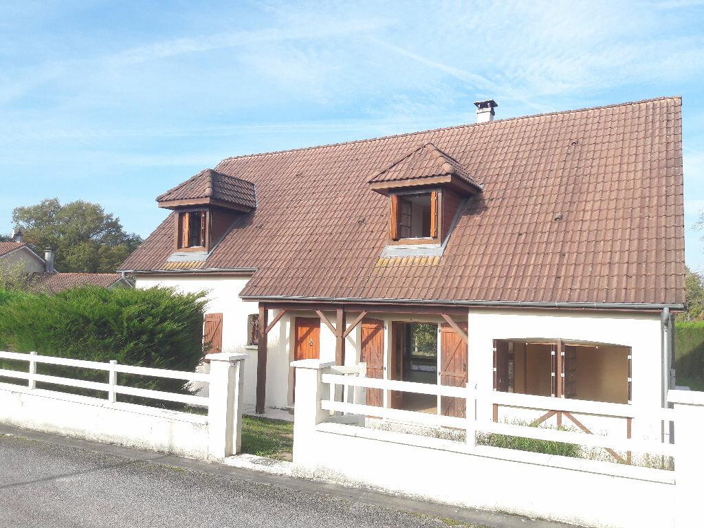 Maison à louer 6 161m2 à Le Vigen vignette-1