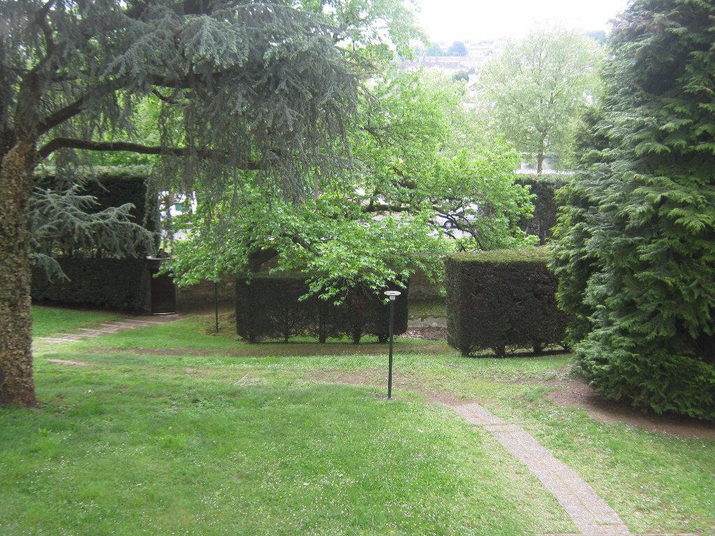 Appartement à louer 3 64.77m2 à Limoges vignette-10