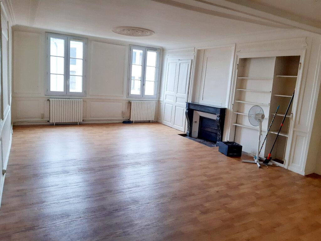 Appartement à louer 4 102m2 à Limoges vignette-3