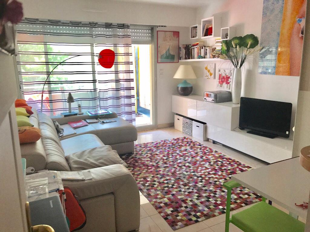 Appartement à louer 2 41.5m2 à Nice vignette-3