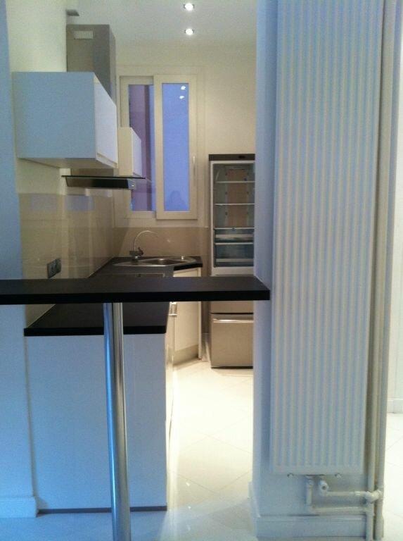 Appartement à louer 2 35.3m2 à Nice vignette-3