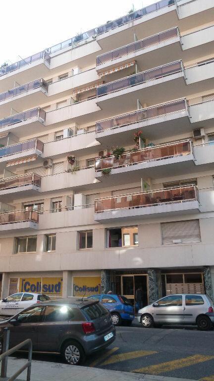 Appartement à louer 1 33m2 à Nice vignette-3
