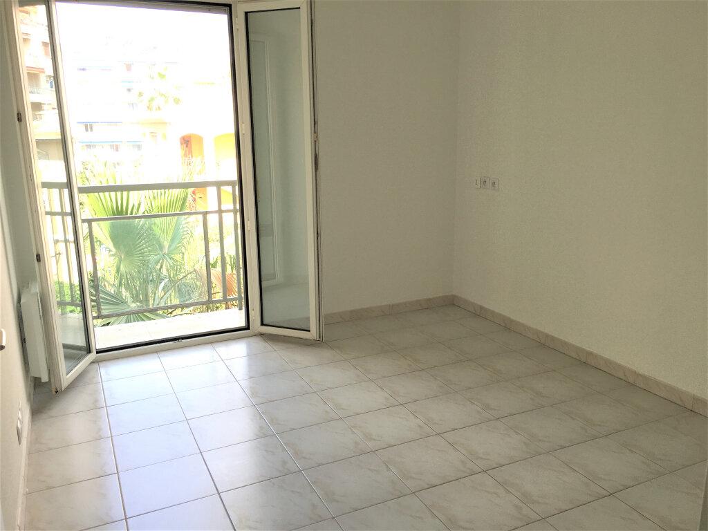 Appartement à louer 1 18m2 à Nice vignette-4