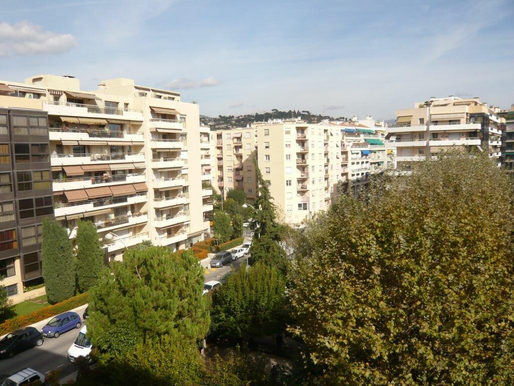 Appartement à louer 1 32.79m2 à Nice vignette-1