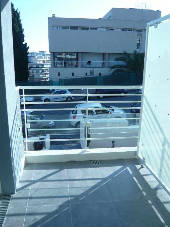 Appartement à louer 1 21.71m2 à Nice vignette-1