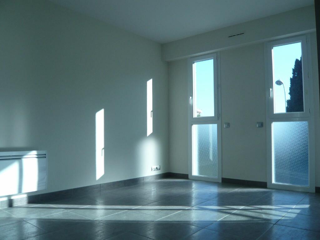 Appartement à louer 1 21.71m2 à Nice vignette-2