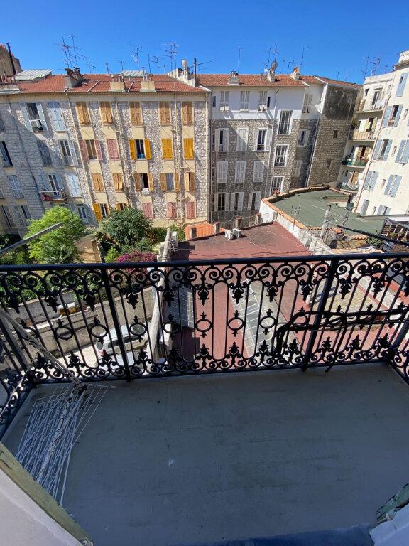 Appartement à louer 1 29.95m2 à Nice vignette-1
