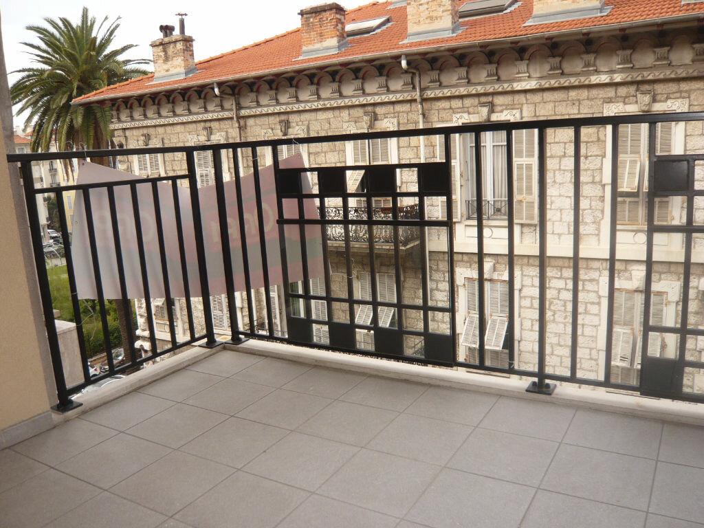Appartement à louer 2 37.5m2 à Nice vignette-2