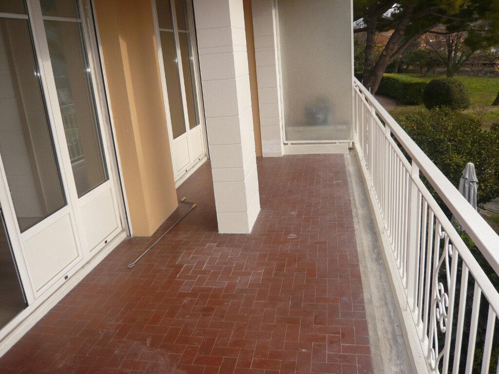 Appartement à louer 4 85.07m2 à Nice vignette-3