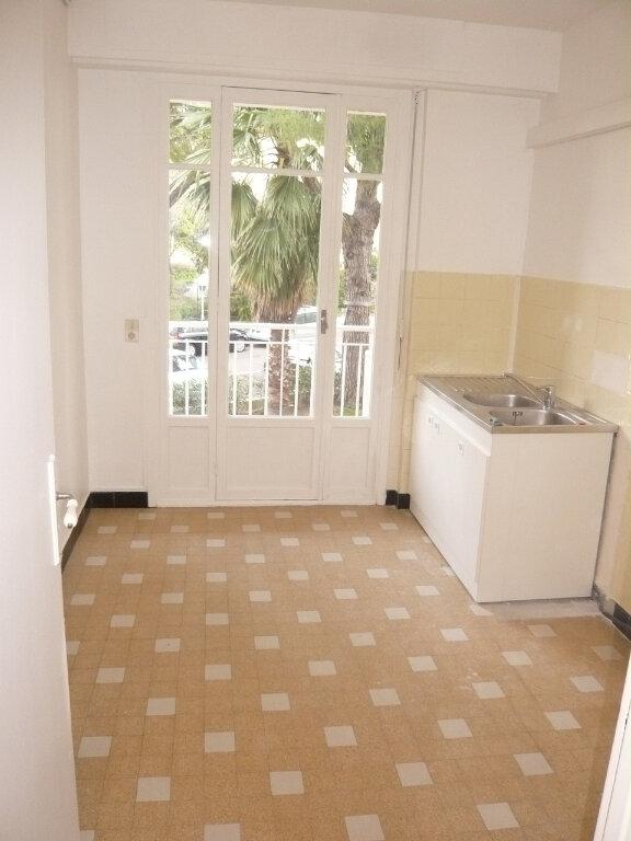 Appartement à louer 4 85.07m2 à Nice vignette-5