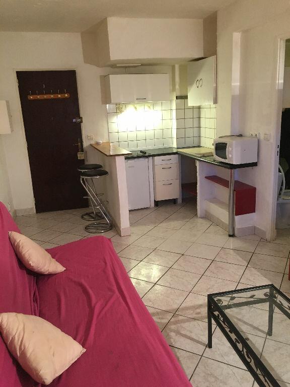 Appartement à louer 1 22m2 à Antibes vignette-1