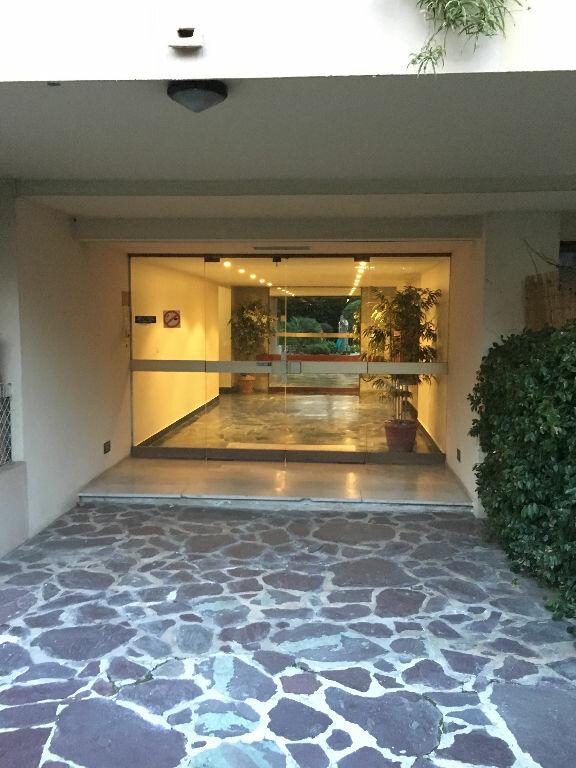 Appartement à louer 1 22m2 à Antibes vignette-5