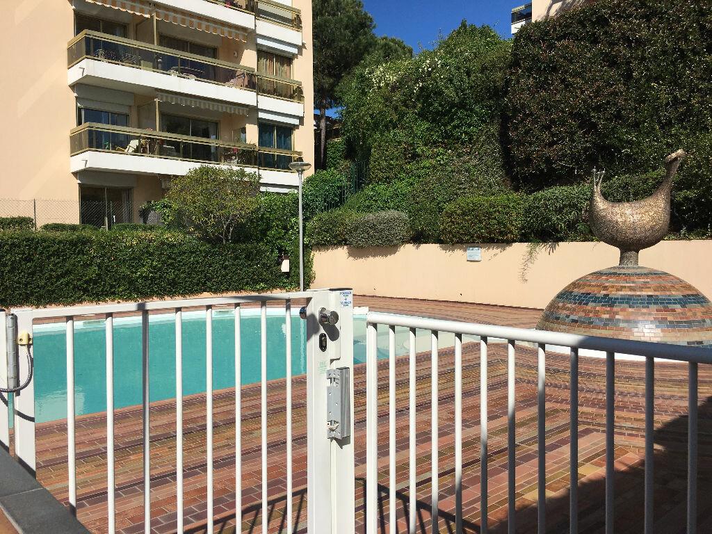 Appartement à louer 1 26m2 à Nice vignette-2