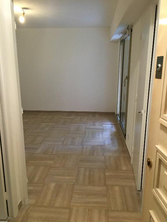 Appartement à louer 1 26m2 à Nice vignette-5