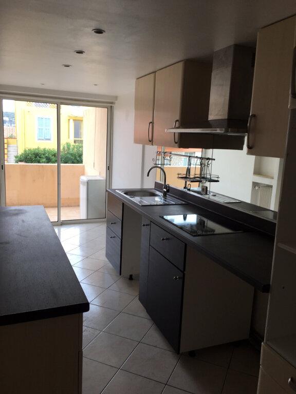 Appartement à louer 4 79m2 à Villefranche-sur-Mer vignette-3