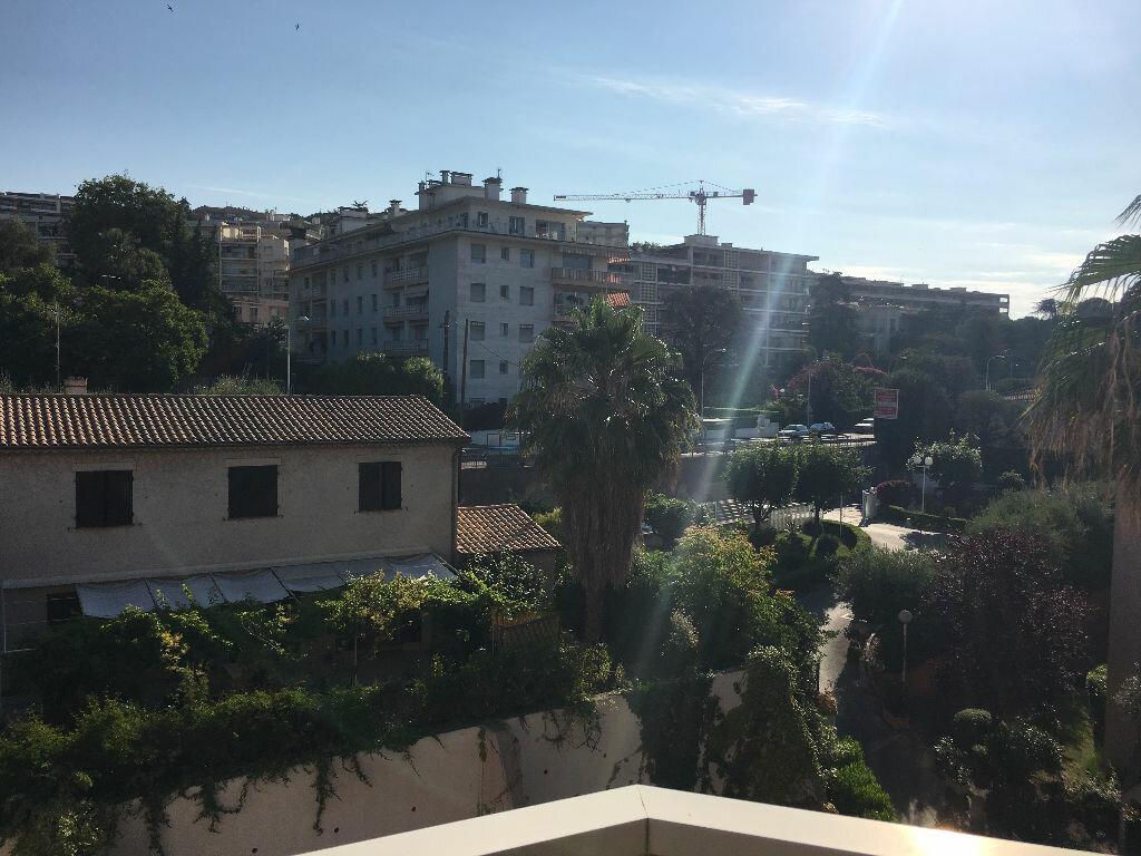 Appartement à louer 1 25.84m2 à Nice vignette-9