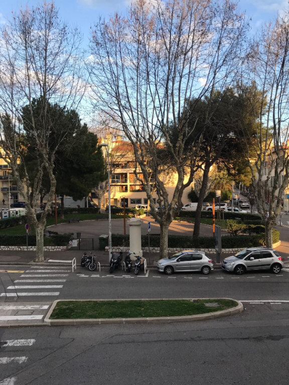 Appartement à louer 1 13.59m2 à Nice vignette-1