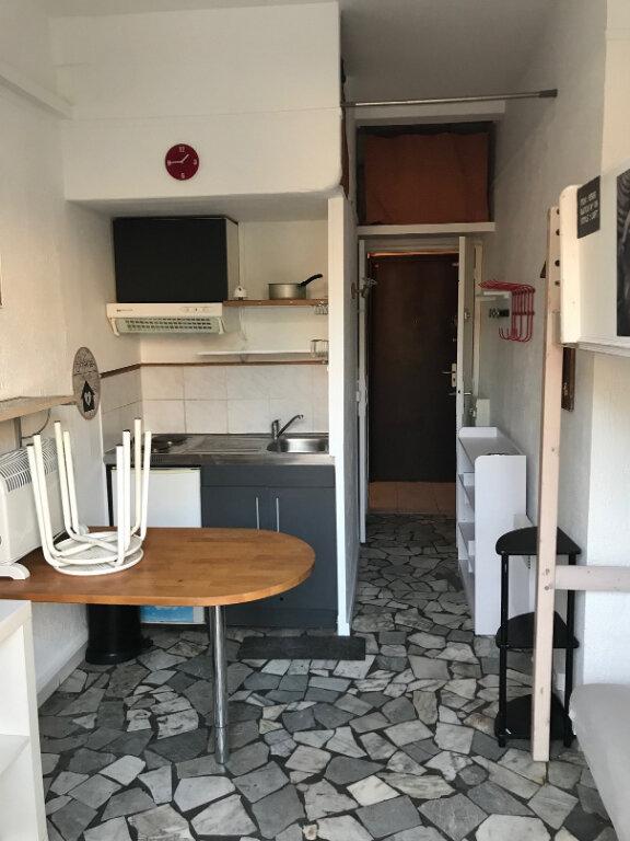 Appartement à louer 1 13.59m2 à Nice vignette-3