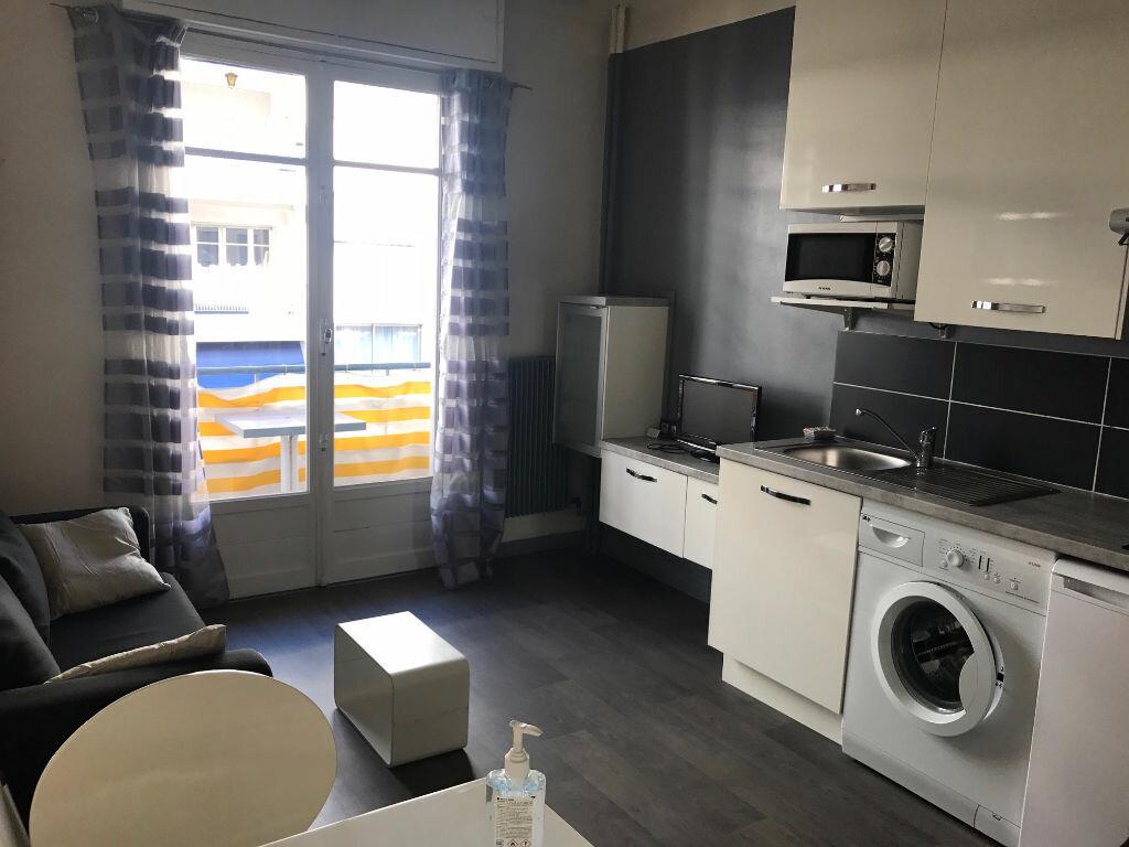 Appartement à louer 1 27m2 à Nice vignette-1