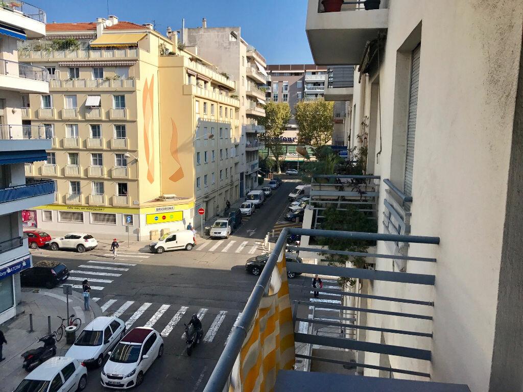 Appartement à louer 1 27m2 à Nice vignette-6